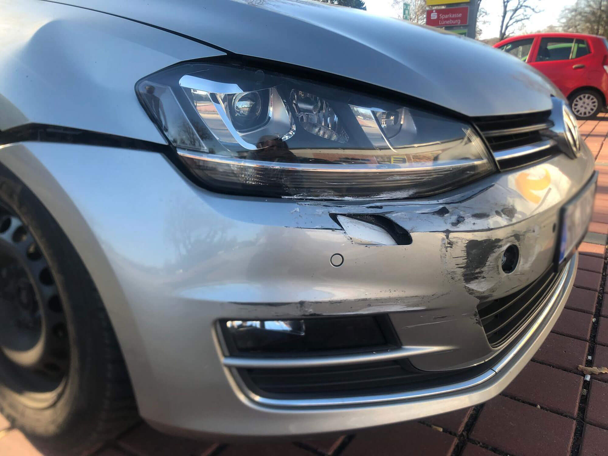 Kfz Gutachten in Hamburg von einm Frontalschaden am Mercedes Benz