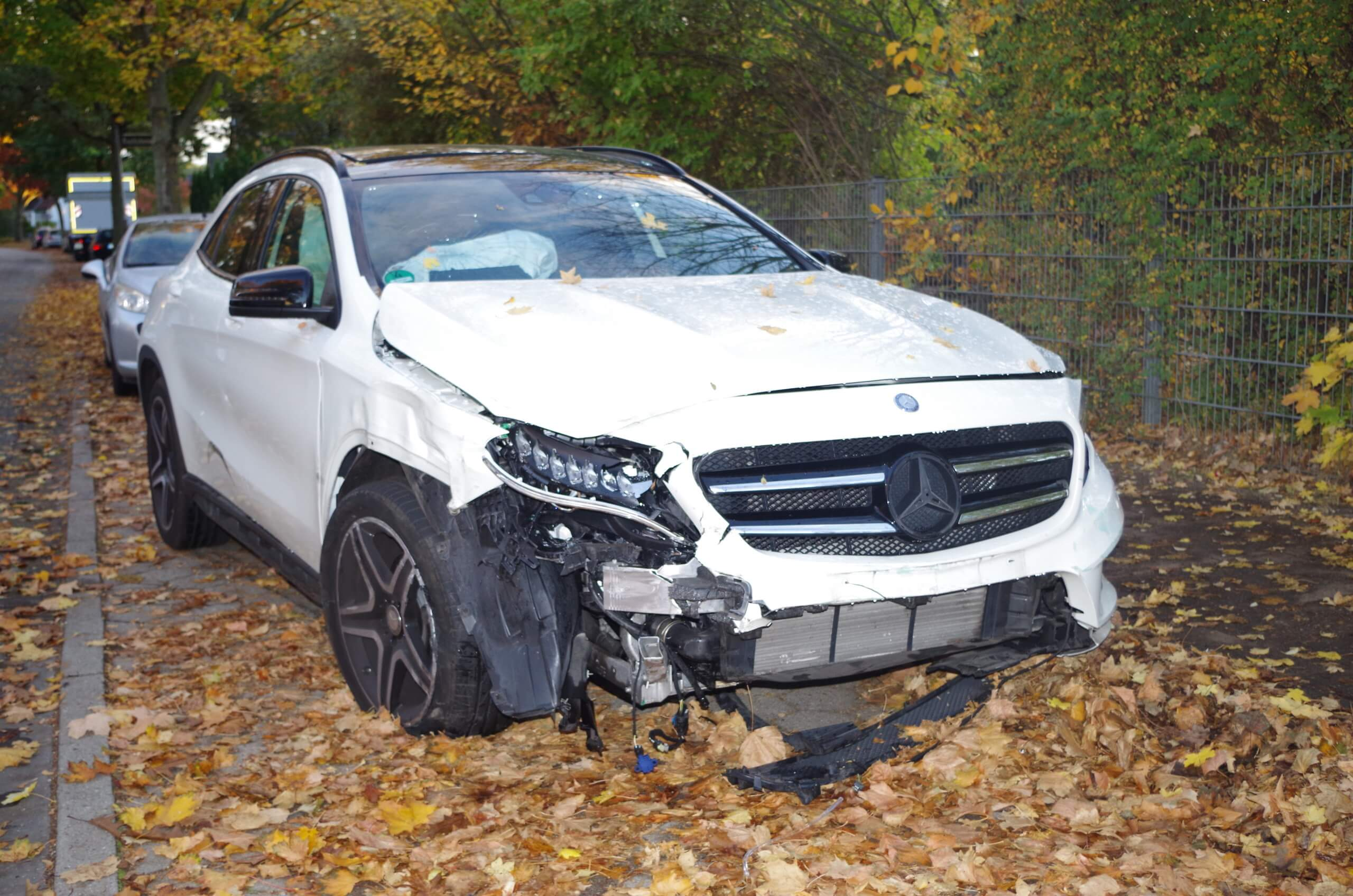 Unfallschaden Mercedes Benz GLA Schadengutachten Kfz