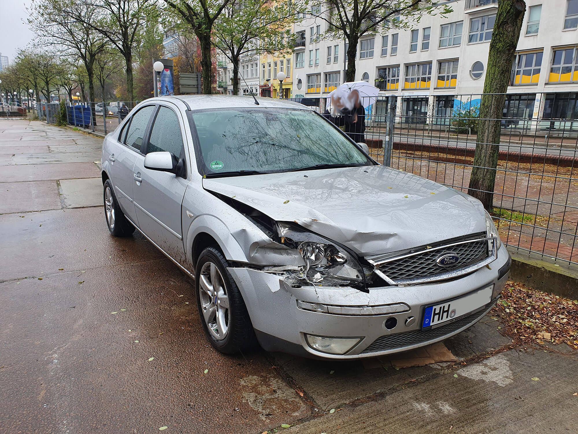 Schaden Begutachtung eines Ford in Hamburg